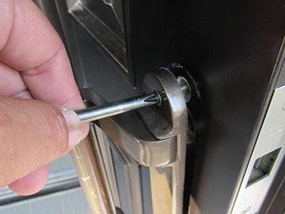 玄関ドアのラッチ箱錠の交換