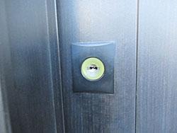 引戸の錠の調整を行いました。