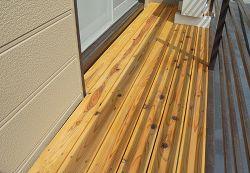テラスの床の木板を交換しました