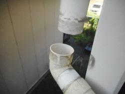 テラスの樋の補修を行いました