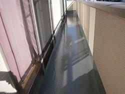 ベランダ床塗装を行いました。