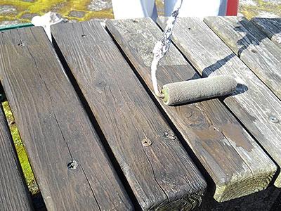 高性能木材保護材塗料を塗装