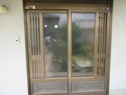 玄関引戸の召し合わせ錠の調整を行いました